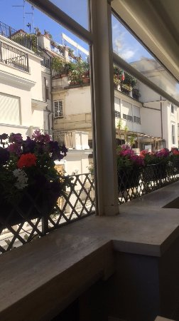 Daphne Trevi: Breakfast on the roof terrace