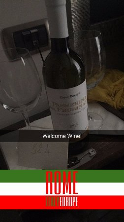 Daphne Trevi: they had a welcome bottle of wine for our Honeymoon!