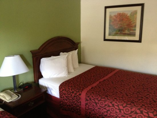 Days Inn Santa Fe New Mexico: bed