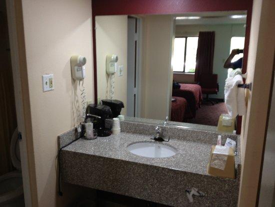 Days Inn Santa Fe New Mexico: bathroom