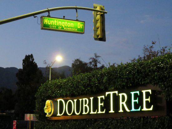 Double Tree by Hilton Monrovia - Huntingdon Drive (25/Jul/16).