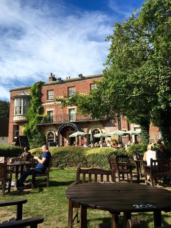 Farningham, UK : Beautiful pub, rude staff