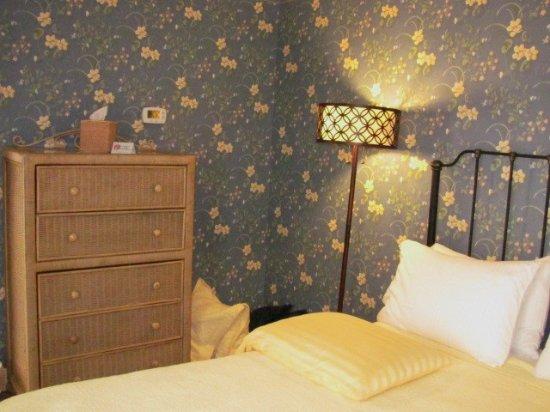 James Gettys Hotel: Blue Parrot Suite Bedroom