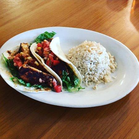 Sam's Seafood & Steaks: Fish tacos