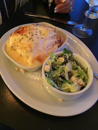 Digby, Canada : Seafood Lasagna, Seafood Chowder and wife.