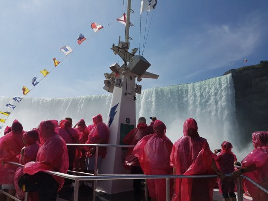 Niagara Falls Sightseeing Tours: Trip on the Hornblower