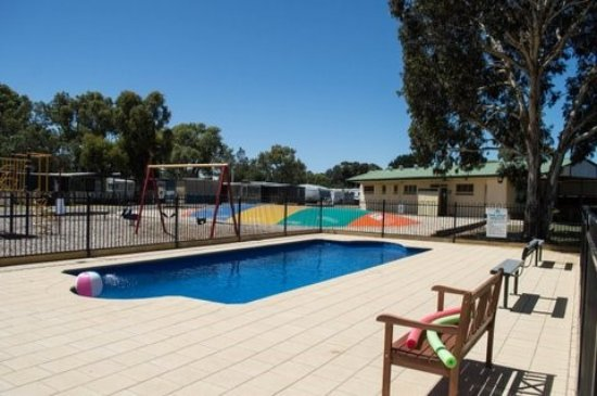 Victor Harbor Holiday and Cabin Park: Swimming Pool