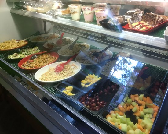 Bethesda, MD: Booeymonger salad counter