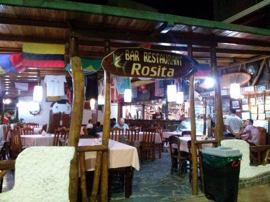 Rosita : Su entrada principal...