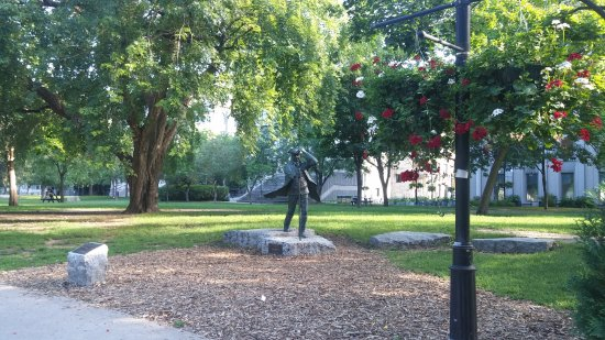 Montréal, Canada : Mcgill대학이 있게 한 James McGill 동상