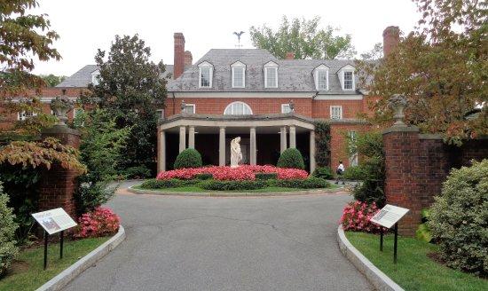 Hillwood Museum & Gardens: entrance