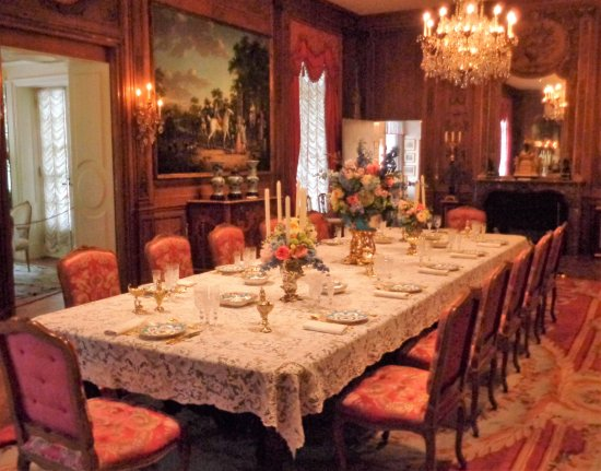 Hillwood Museum & Gardens: dining room with breakfast nook visible