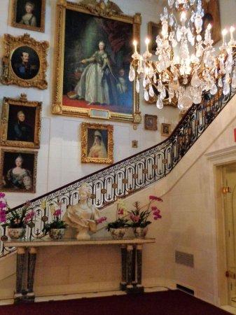 Hillwood Museum & Gardens: entrance hall