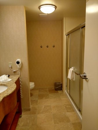 Blairsville, PA: Nice size bathroom