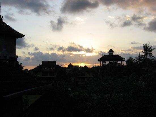 Kunang-Kunang Guesthouse: west facing....amazing sunsets