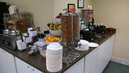 Roseburg, OR: Free Breakfast from 6-10a
