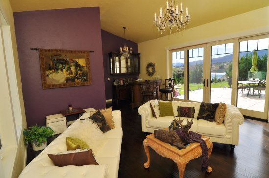 Lakes Edge Lodge Wine Room Picture of Lake s Edge Tuscan Logde