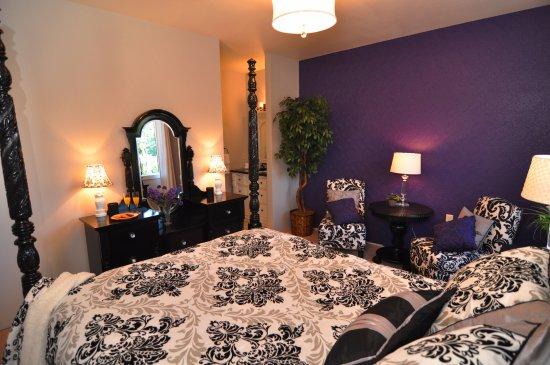 Manson, WA: Purple Rain Room