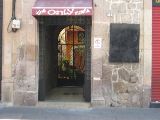 The Only Backpackers Morelia: Acceso.