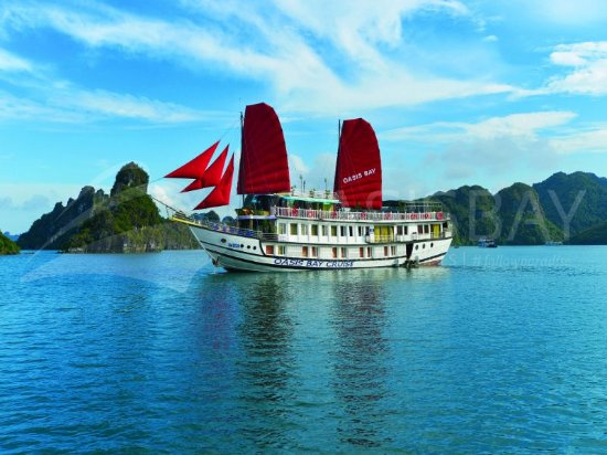 ‪Oasis Bay Classic Cruise - Halong Bay‬