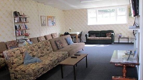 Kawhia, นิวซีแลนด์: Large Camp Lounge with TV