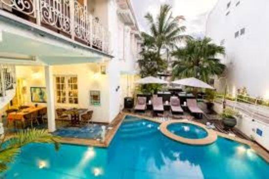 Hotel & Spa La Belle Juliette: la piscine et jacuzzi del' hotel