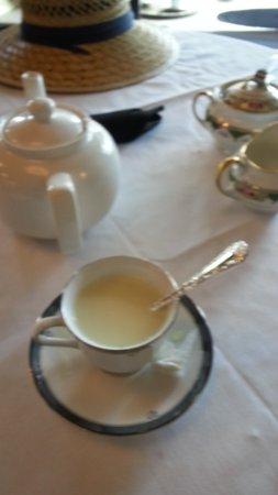 Beaverton, Όρεγκον: Simple tea. No ceremony. Cookies and treats. Next door to candy shop.