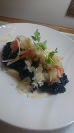MGSM Executive Hotel and Conference Centre: Room service dinner - Squid ink linguine with prawns