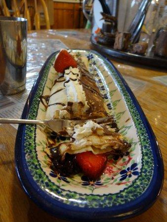 Le Barn Appetit Inn & Creperie: really good, but cold