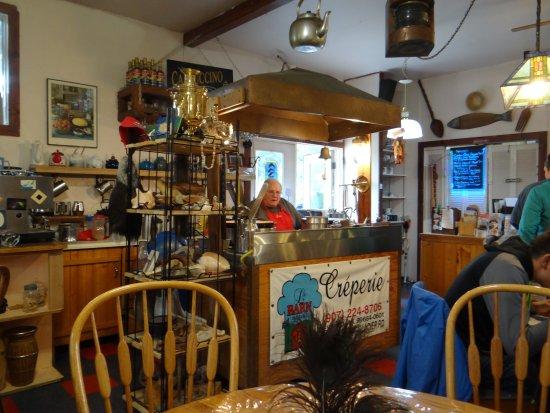 Le Barn Appetit Inn & Creperie: the crepe guy