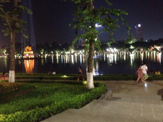 Bao Khanh Hotel: Lake near hotel