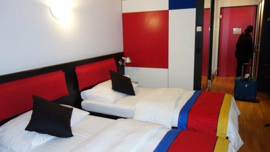 Kloten, Suiza: Room