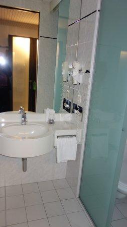 Kloten, Suiza: Bath room