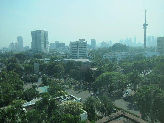 โรงแรมมูเลีย: Mengarah ke Gedung MPR