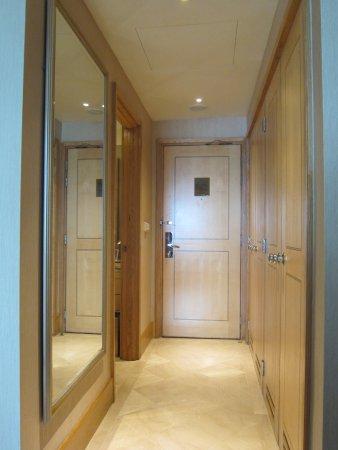 โรงแรมมูเลีย: Lorong arah pintu