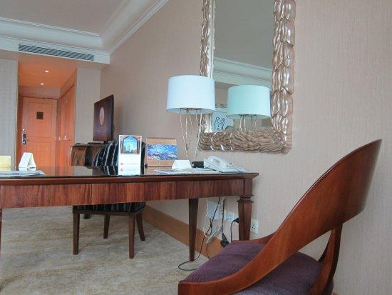 โรงแรมมูเลีย: Meja kerja