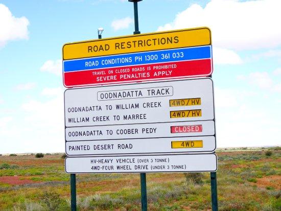 Coober Pedy, Austrália: As the sign says- The Oodnadatta Track
