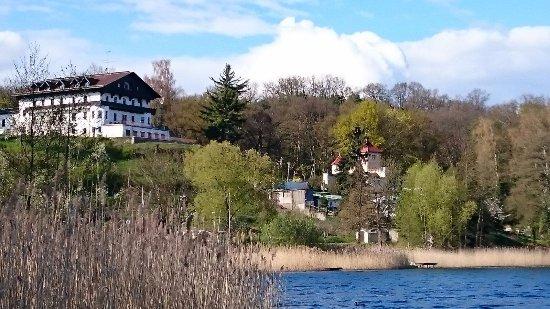 Strandhotel Buckow: Weiße Taube, ein Blick vom Boot