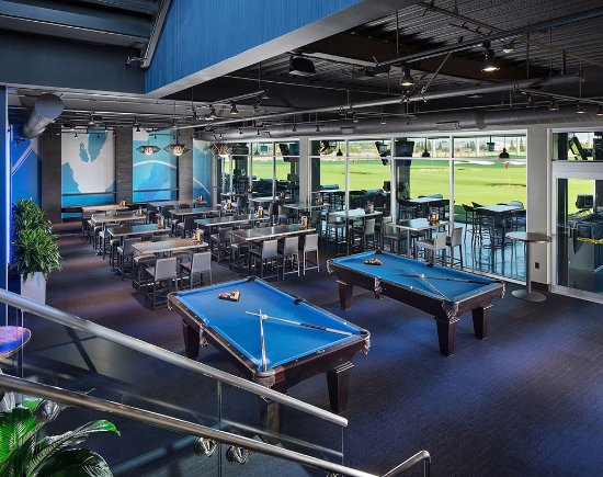 Roseville, CA: lower lounge and billiards