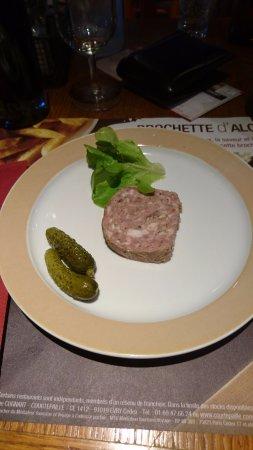 Creancey, Francia: notez le dressage de haut niveau de l'assiette de terrine. Quand même !