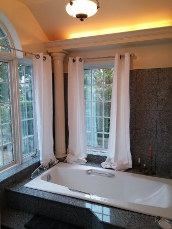 Sutton, Canada : Main House - Roman Bathroom