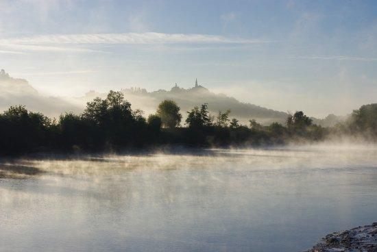 Barsac, Γαλλία: La Garonne, vue du jardin et du Moulin