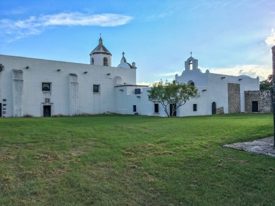Goliad, TX: The courtyard behind the chapels