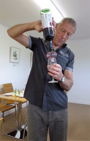 Church Stoke, UK: An unusual method of oxygenating red wine for tasting.
