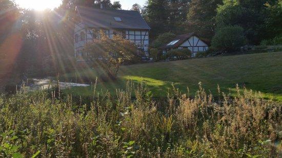 Erkrath, Duitsland: Outlook on the hotel from the garden
