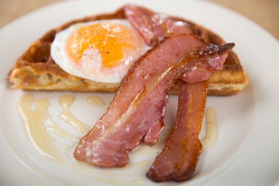 Mousehole, UK: Duck Egg, Waffel, Cornish Bacon