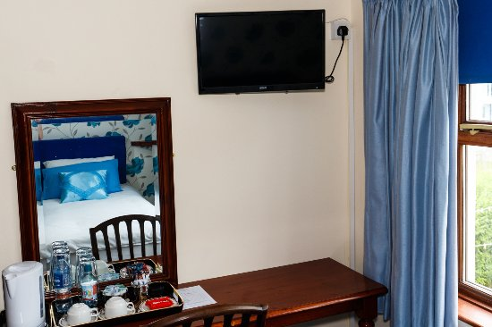 Port Erin, UK: Hospitality tray and Flat screen TV/DVD/Radio in all rooms