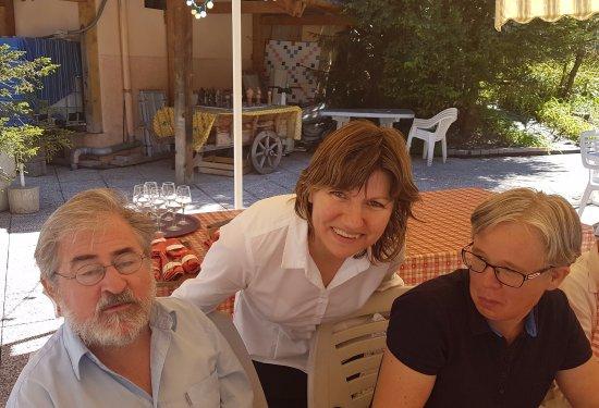 Le Grand Bec: le sourire de Nathalie, déjeuner bord de piscine
