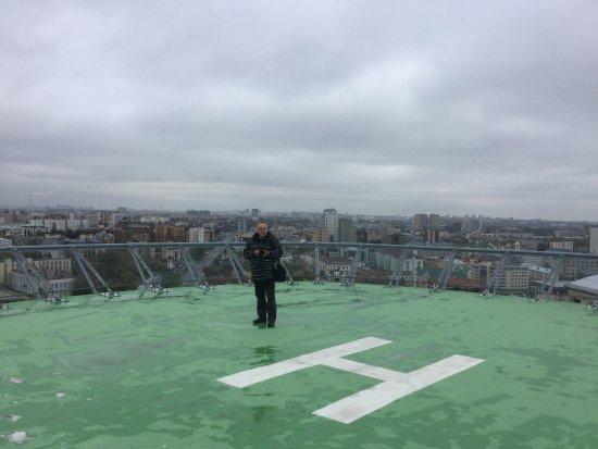 Vertoletnaya Ploshadka Na Kryshe Otelya Zamechatelnyj Obzor Picture Of Grand Hotel Kazan Kazan Tripadvisor