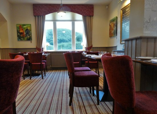 Bradwell, UK: Dining room with view to the hills